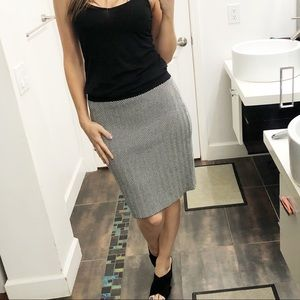 Like new condition stretchy Elle skirt size M